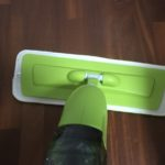 寒い冷たい足腰痛い!床の拭き掃除に便利な掃除道具「スプレーモップ」